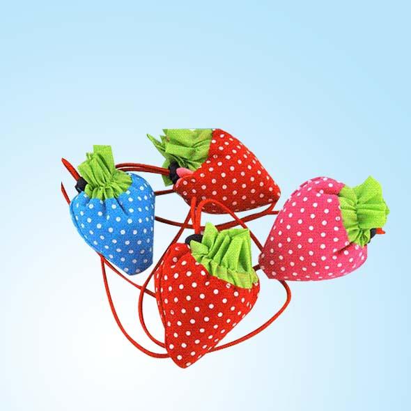 产品名称:草莓环保袋 产品规格:高、宽两部分组成(可以根据客户要求) 产品样式:(手提式、束口式)如特殊样式我们可以定制 产品材料:牛津布、帆布 布料克重:170T、190T、210T 起订数量:1000个 产品印刷:环保水印、丝网印刷、彩色印刷、热转印、腹膜印、移印、机印、印刷精美 印刷清晰等(印刷工艺可供客户选择) 产品制作:质量合格、技术先进、做工精致、针脚极密(1CM为三针) 产品工艺:机器车缝、包边缝制 产品特点:草莓环保袋是小巧、可爱又实用的环保购物袋。样子时尚,还耐用,反复洗涤不易破,造型独